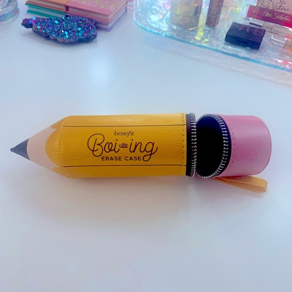 Benefit Cosmetics Boiing Erase Case Makeup Bag